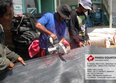 pemasangan-woven-geotextile-tembilahan-riau-08