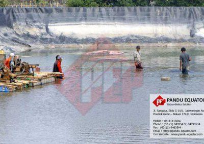 pemasangan geomembrane IPLT Terboyo Semarang