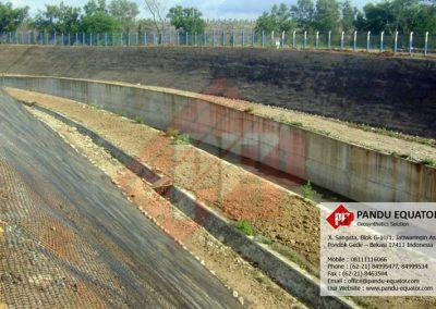 Geogrid untuk spillway