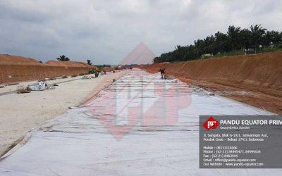 Pemasangan Woven Geotextile Polyester Pada Proyek Jalan Tol
