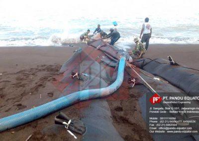 pemasangan-Geotextile-Tube-pantai-cipatujah-tasikmalaya-2