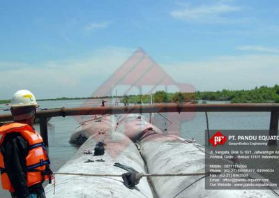 pemasangan-geotextile tube-sidoarjo-1