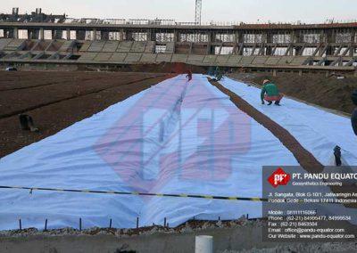 pemasangan-non-woven-geotextile-stadion-gede-bage-bandung-2