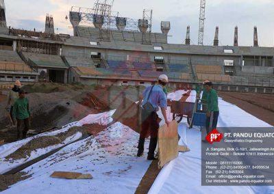 pemasangan-non-woven-geotextile-stadion-gede-bage-bandung-4