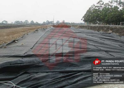 pemasangan woven geotextile untuk jalan