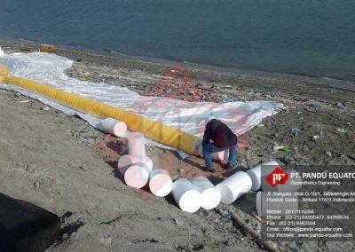 pemasangan-silt-protector-pelabuhan-makassar-1