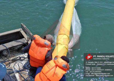 pemasangan-silt-protector-pelabuhan-makassar-5