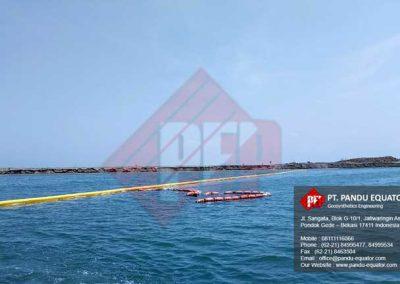 pemasangan-silt-protector-pelabuhan-makassar-6