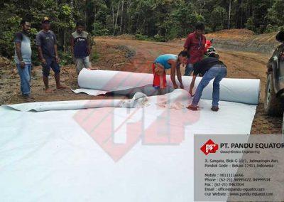 pemasangan-non-woven-geotextile-di-papua-1