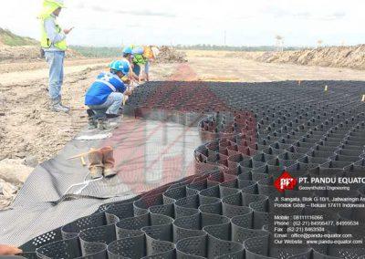 pemasangan-geocell-jalan-tambang-3
