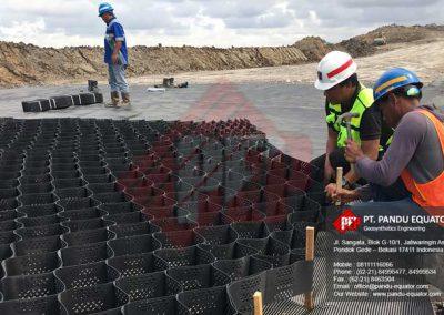 pemasangan-geocell-jalan-tambang-4