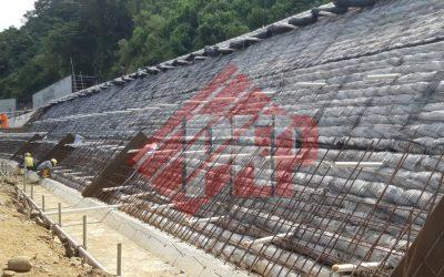 Dokumentasi Instalasi Geogrid pada Proyek Pembangunan Embankment PLTMH Tahap 2 di Garut