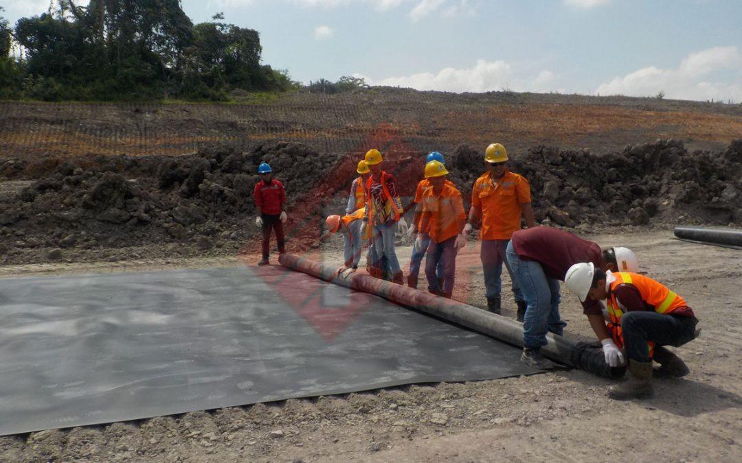 Pemasangan Geomembrane HDPE Pada Proyek Pembangunan Waterway Segmen 1 di Kalimantan Selatan