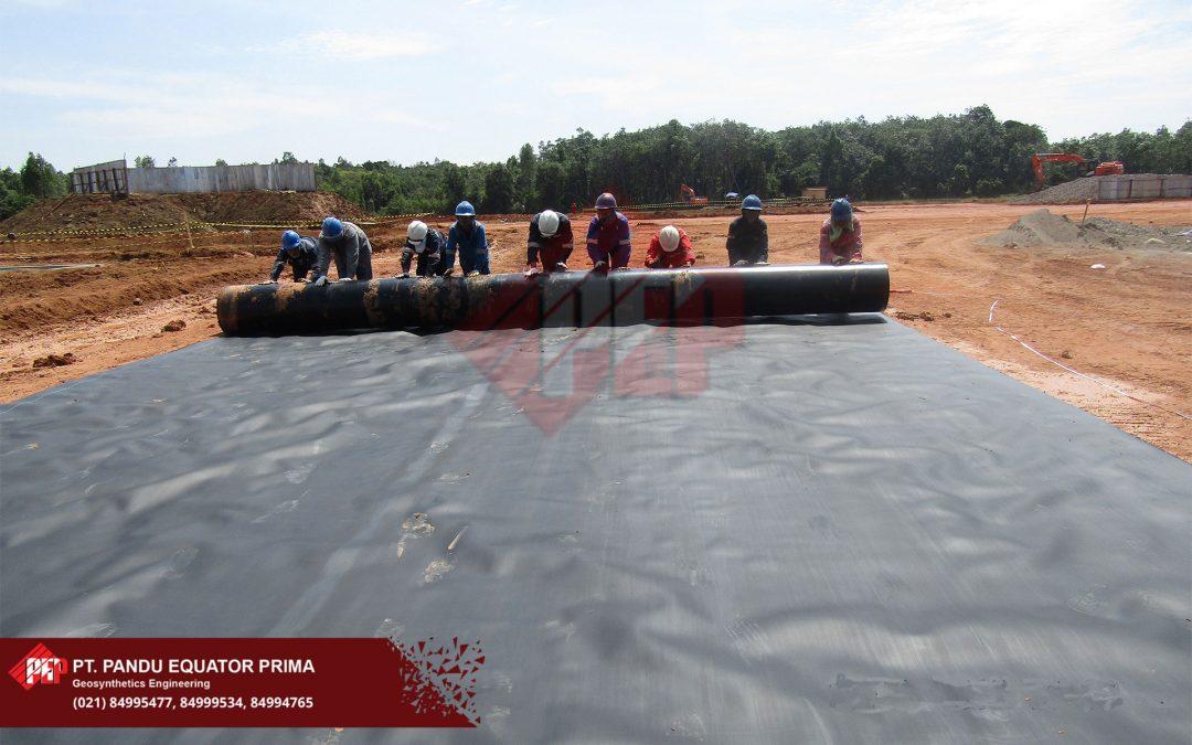 Dokumentasi Pemsangan Geomembrane HDPE pada proyek Drill Pond Mangunjaya, Sumatera Selatan