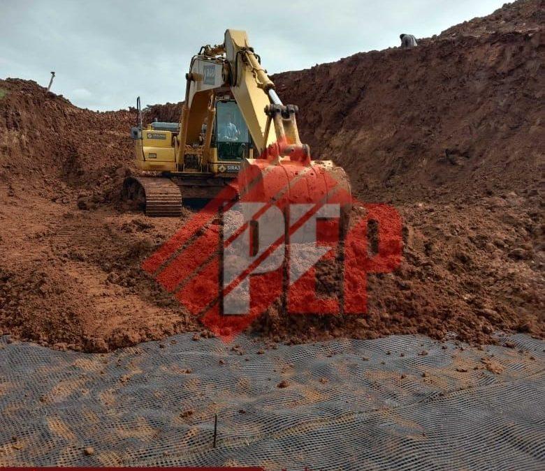 Dokumentasi Pemasangan Geogrid dan Geotextile Non Woven Pada Pembangunan Dinding Penahan Longsor di Bogor