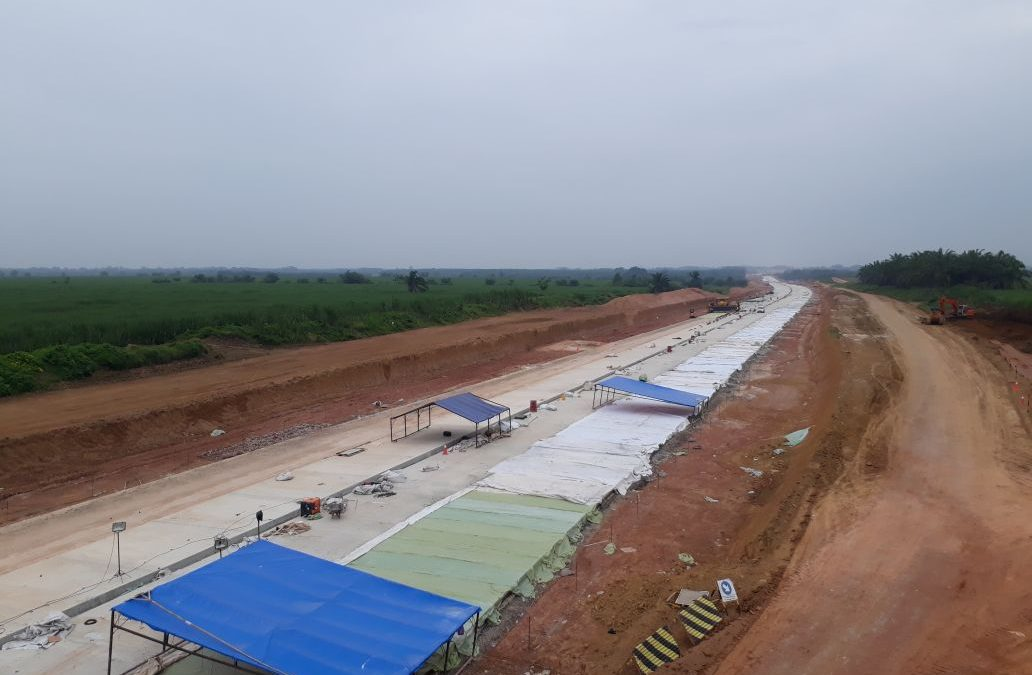 Dokumentasi Curing Beton Menggunakan Non Woven Geotextile Pada Proyek Tol Terbangi Zona 3
