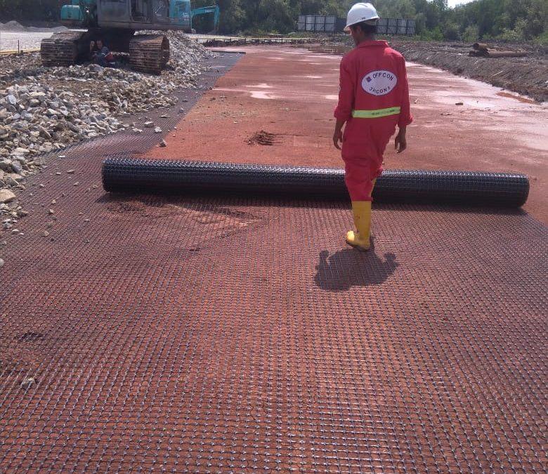 Pemasangan Geogrid Pada Proyek Akses jalan menuju pengeboran Pertamina, Lokasi Jawa Barat